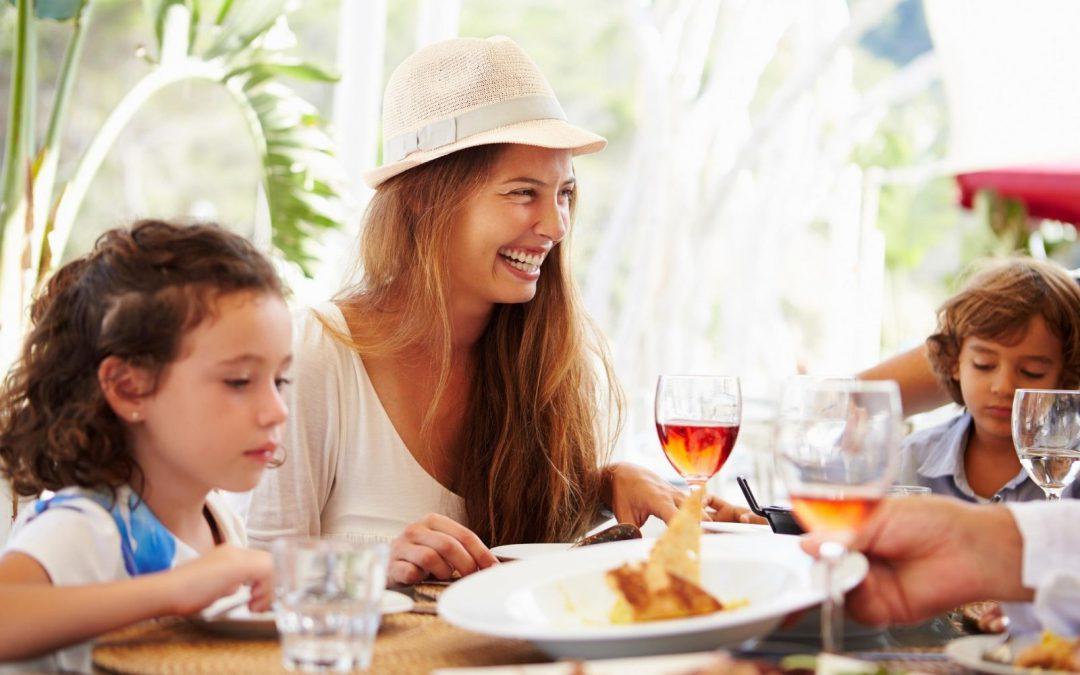 Obiad w Restauracji z dziećmi.