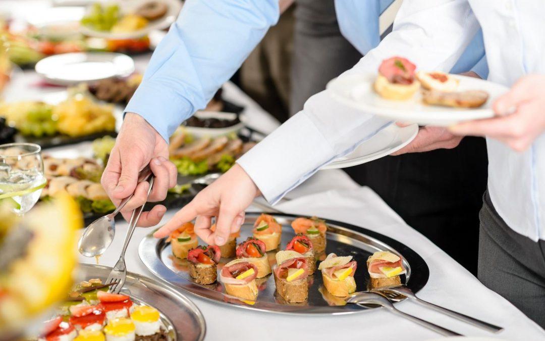 Spotkanie firmowe w restauracji? Dlaczego warto zorganizować event w restauracji?